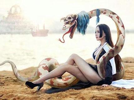女帝蛇姬cos写真欣赏酥胸美腿霸气侧漏