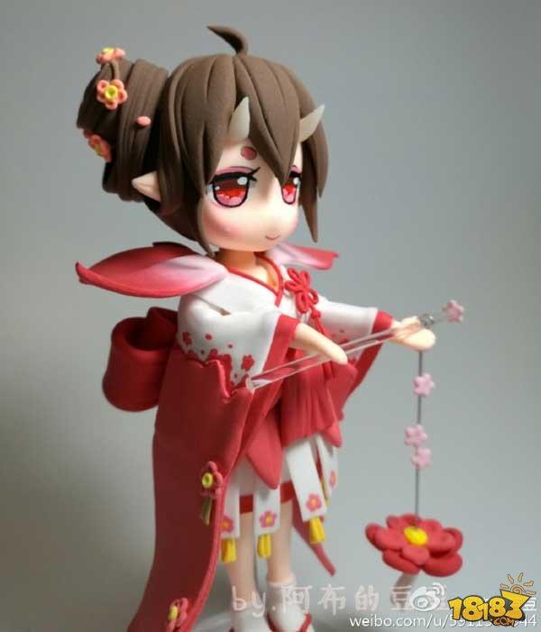 粘土手办作品:两只可爱的小桃花妖