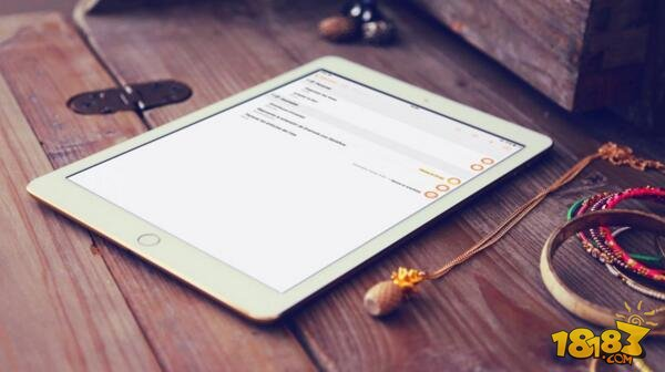 尽管之前早有传闻,但以爆料见长的日本苹果博客 MacOtakara 还是再一次确认了我们许多人都已经知道了的传闻 —— 苹果将在今年 3 月发布一系列 iPad 的新产品。 根据爆料,苹果应该会发布 4 款新 iPad,对应的屏幕尺寸分别是 7.9 英寸,9.7 英寸,10.5 英寸和 12.9 英寸。其中 10.