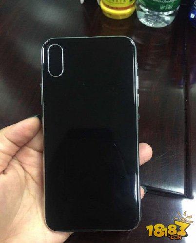 静音键歪的?疑似iPhone 8真机谍照曝光