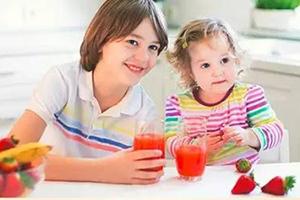这款多功能一体的榨汁杯,让你随时随地能喝到新鲜果汁!