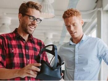 9%美国家庭有意购入VR头盔 同比提升80%
