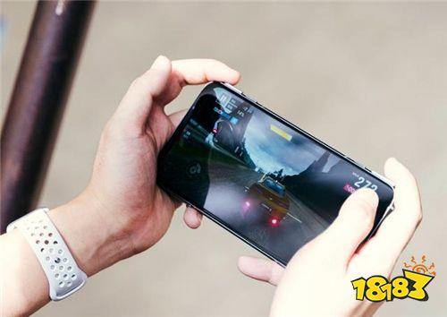 黑鲨3S开箱:地表最强的游戏手机!
