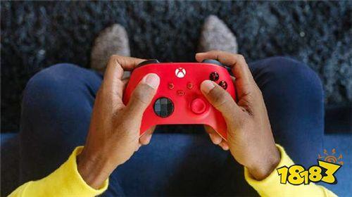 "Xbox推出""锦鲤红""手柄 鲜红和冰雪白配色 售价459元"
